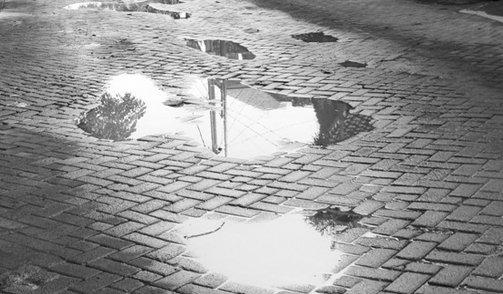 Susunan Paving Block bergelombang bila proses pemasangan tidak tepat.