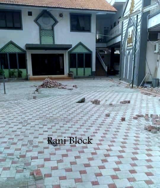 Pemasangan yang rapi kombinasi paving block Ubin dan Kubus